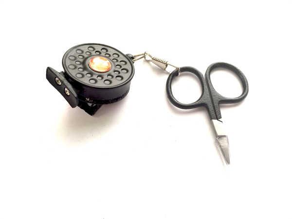 Bild på Guideline Pin-On-Reel med sax